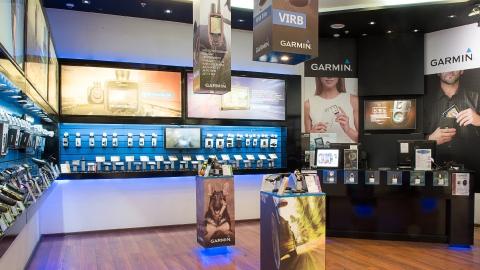 Дизайн POS-материалов для оформления фирменных магазинов Garmin